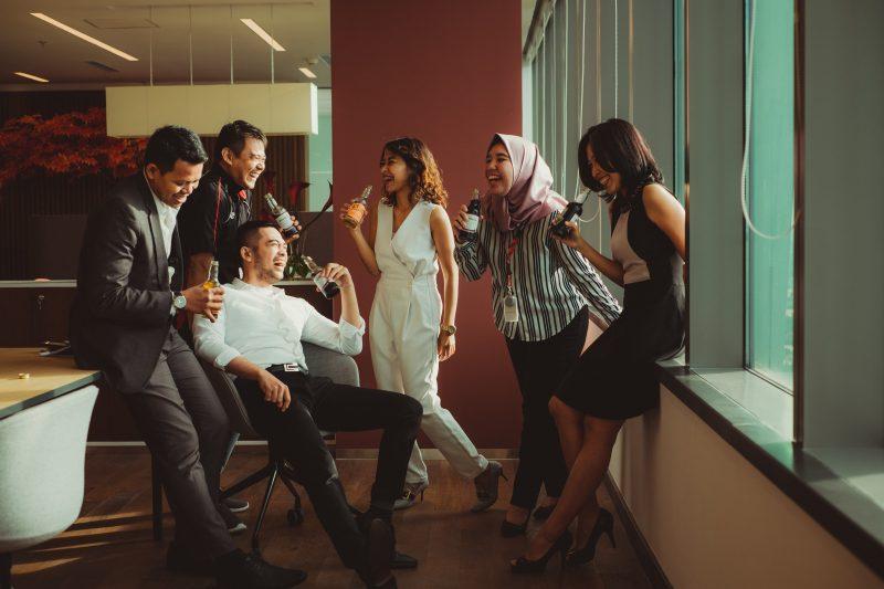 Mitarbeiter aus verschiedenen Abteilungen